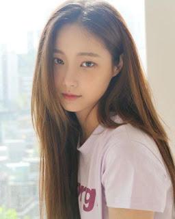 Foto terbaru Yeonwoo dan biodatanya