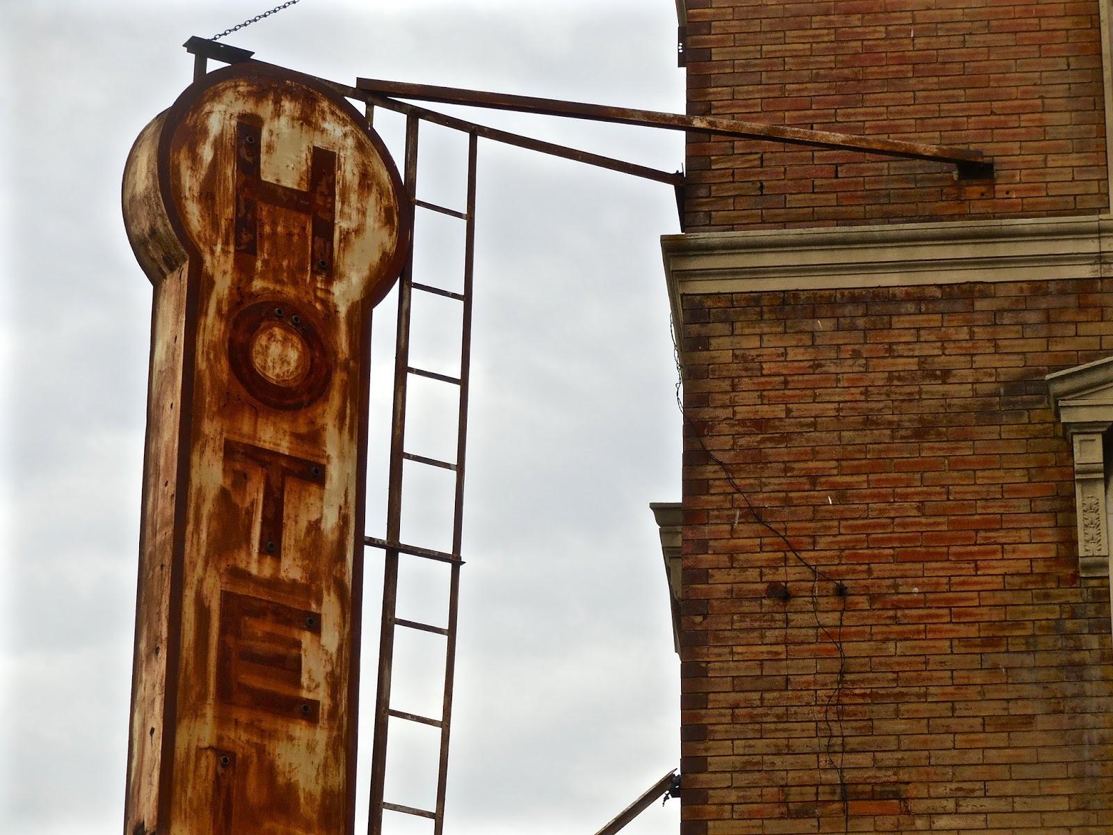 Jeremiah\'s Vanishing New York: Keller Hotel Get Scaffolded
