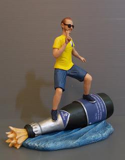 statuetta da foto uomo appassionato surf sport vino statuine realistiche orme magiche