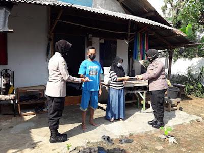 Peringati Hari Jadi Polwan ke-73, Polwan Polda Lampung Bagi Ratusan Paket Sembako