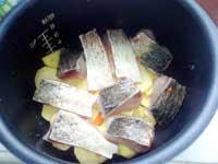 и выкладываем поверх картофеля