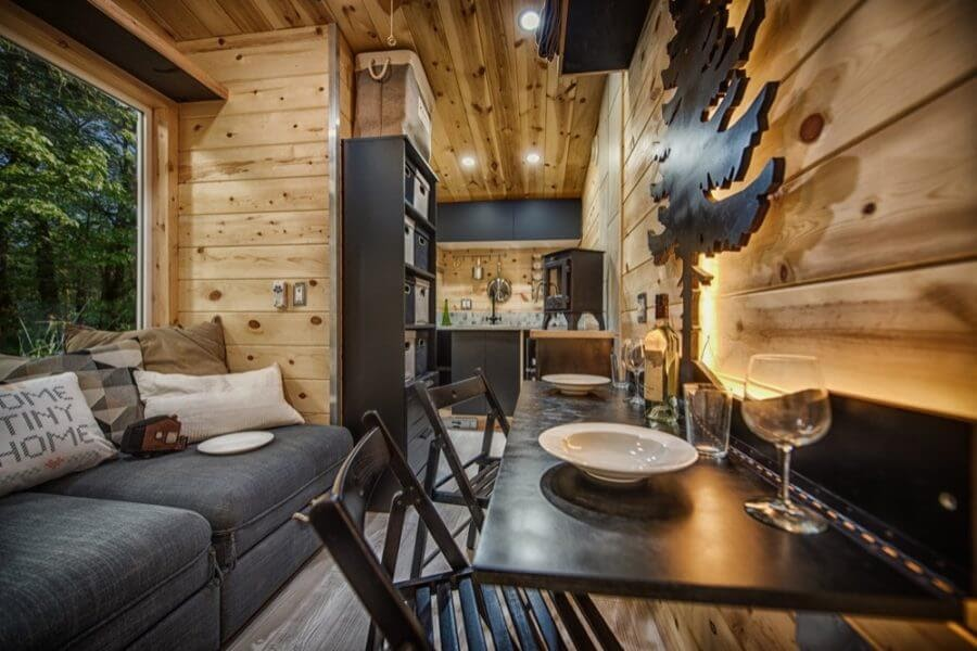 05-Dining-Area-Backcountry-Architecture-with-a-Cosy-Tiny-House-www-designstack-co