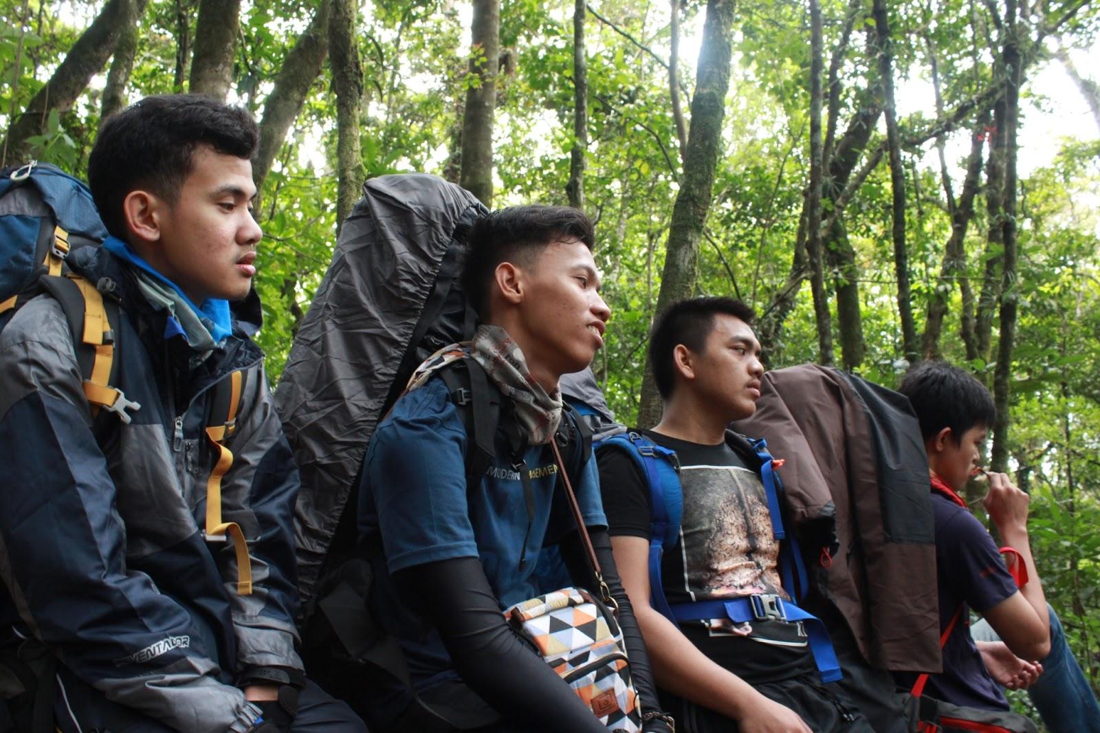 istirahat di gunung gede
