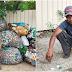 Lelaki Ini Berjalan Kira-Kira 10km Di Pesisir Pantai Kuala Perlis, Berjaya Kutip Hampir 116kg Botol & Tin Minuman