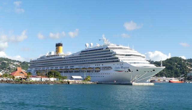 Costa Magica vor Castries, St. Lucia