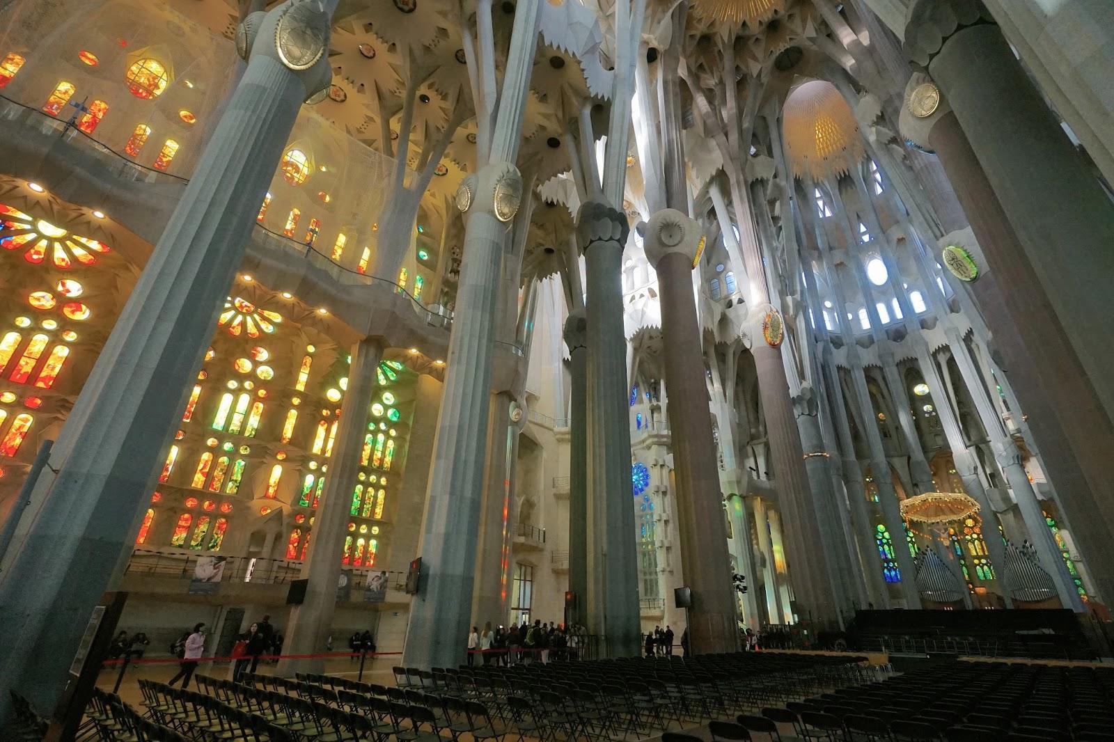 サグラダ・ファミリア (Sagrada Familia) 聖堂内部
