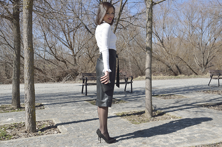 look_outfit_black_white_trends_gallery_chic_stilettos