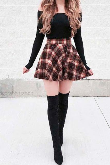 falda de cuadros con botas