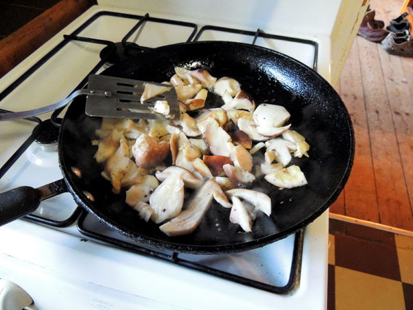Early stage of frying cep mushrooms