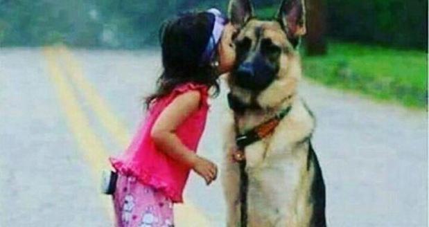 Kız Çocuğu Köpek