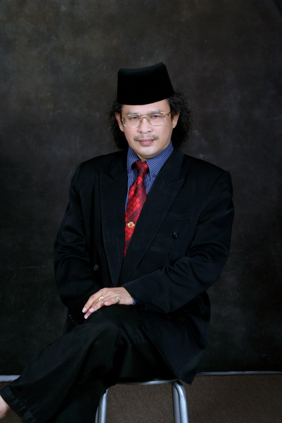 Hatta Azad Khan : penerima S.E.A. Write Awards Malaysia 2008