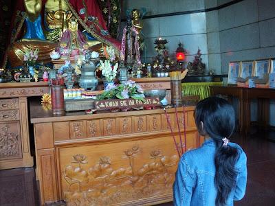 patung dewi kuan im pagoda avalokitesvara