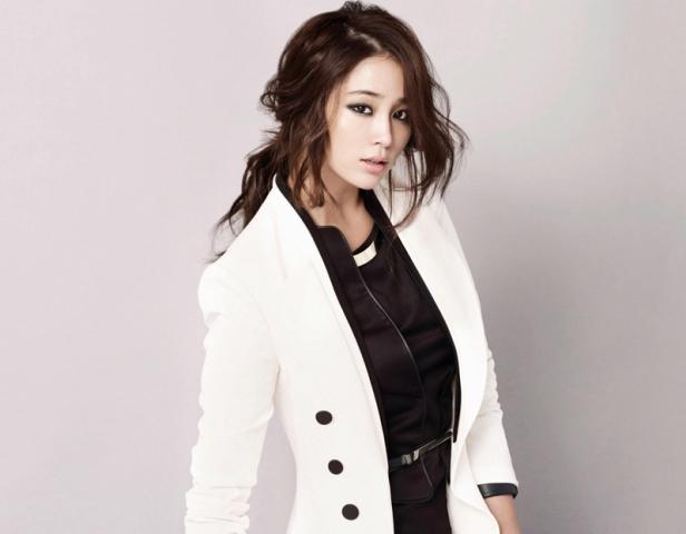 Model Rambut Ikal Ala Lee Min Jung