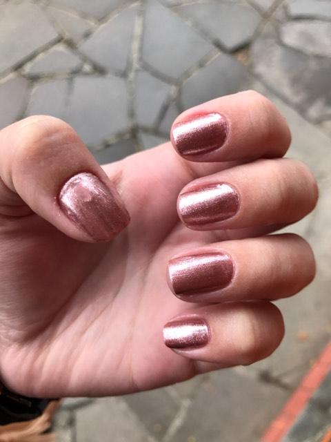 ... Ana Hickmann, o Extravaganza. A cor é bem bonita, mas não me chamaria a  atenção se não estivesse na minha cara quando cheguei na manicure (beijo,  Pri). f7c1842d63