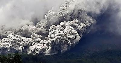 gunung-paling-aktif-diindonesia-meletus