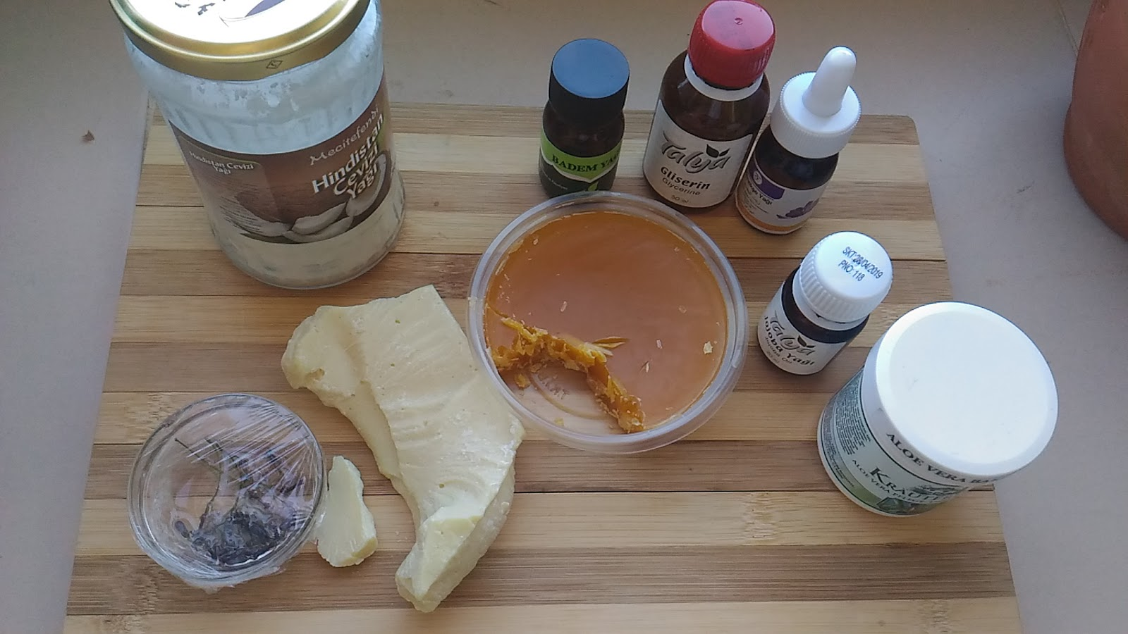 Badem Yağı ve Kakao Yağı ile Evde Vücut Yağı Yapımı