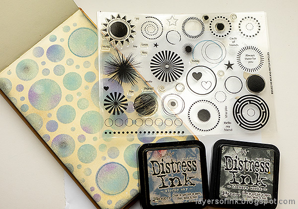 Layers of ink - Stenciled Circle Background Art Journal Tutorial by Anna-Karin Evaldsson. Ink and emboss with clear powder. Stamp with Simon Says Stamp Mix and Match Circles stamp set.