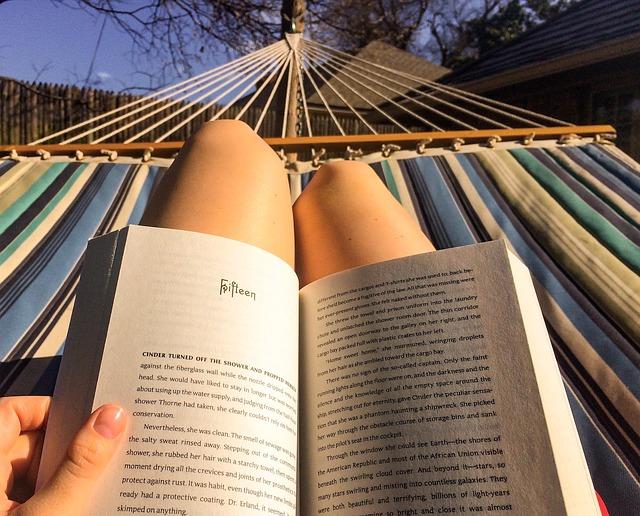 4 βιβλία που αξίζει να διαβάσεις φέτος το καλοκαίρι