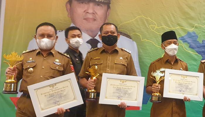 Pemkab Lambar Raih Penghargaan Terbaik I Dalam Perencanaan dan Pencapaian Pembangunan Daerah