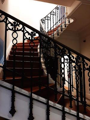 escada e corrimão decorado
