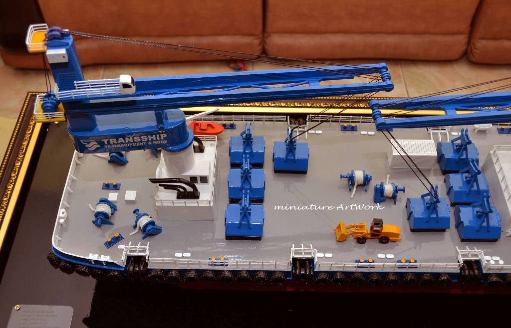 gambar miniatur kapal atlas double crane ship transship