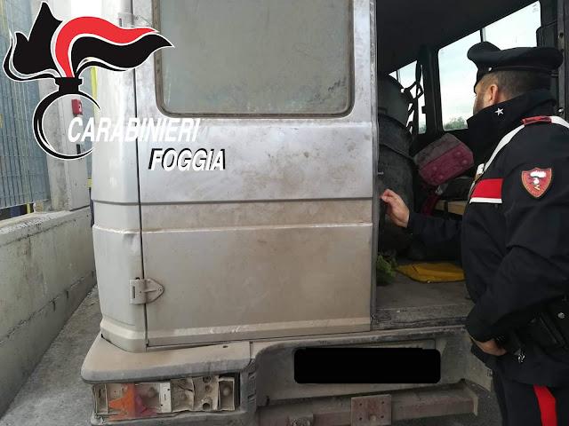 """Fuggono all'ALT dei Carabinieri a bordo di un furgone """"killer"""". Arrestati due """"caporali"""" africani"""