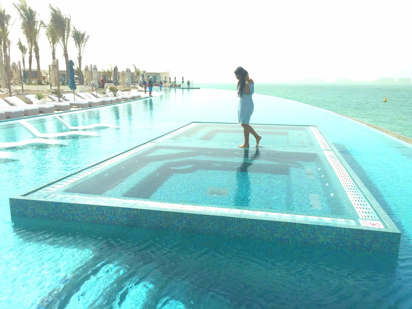 Burj Al Arab - Infinity Pool - Best luxury hotels in Dubai | Vegan Travel