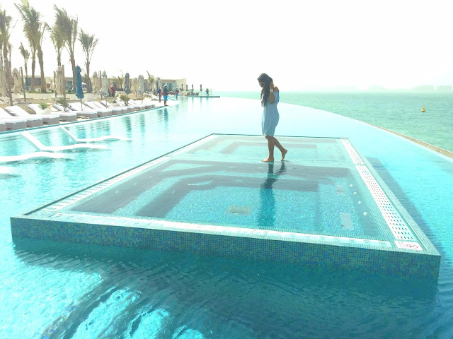 Burj Al Arab - Infinity Pool - Best luxury hotels in Dubai | Vegan Travel