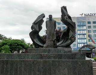 Івано-Франківськ. Площа Івана Франка. Пам'ятник Каменяру