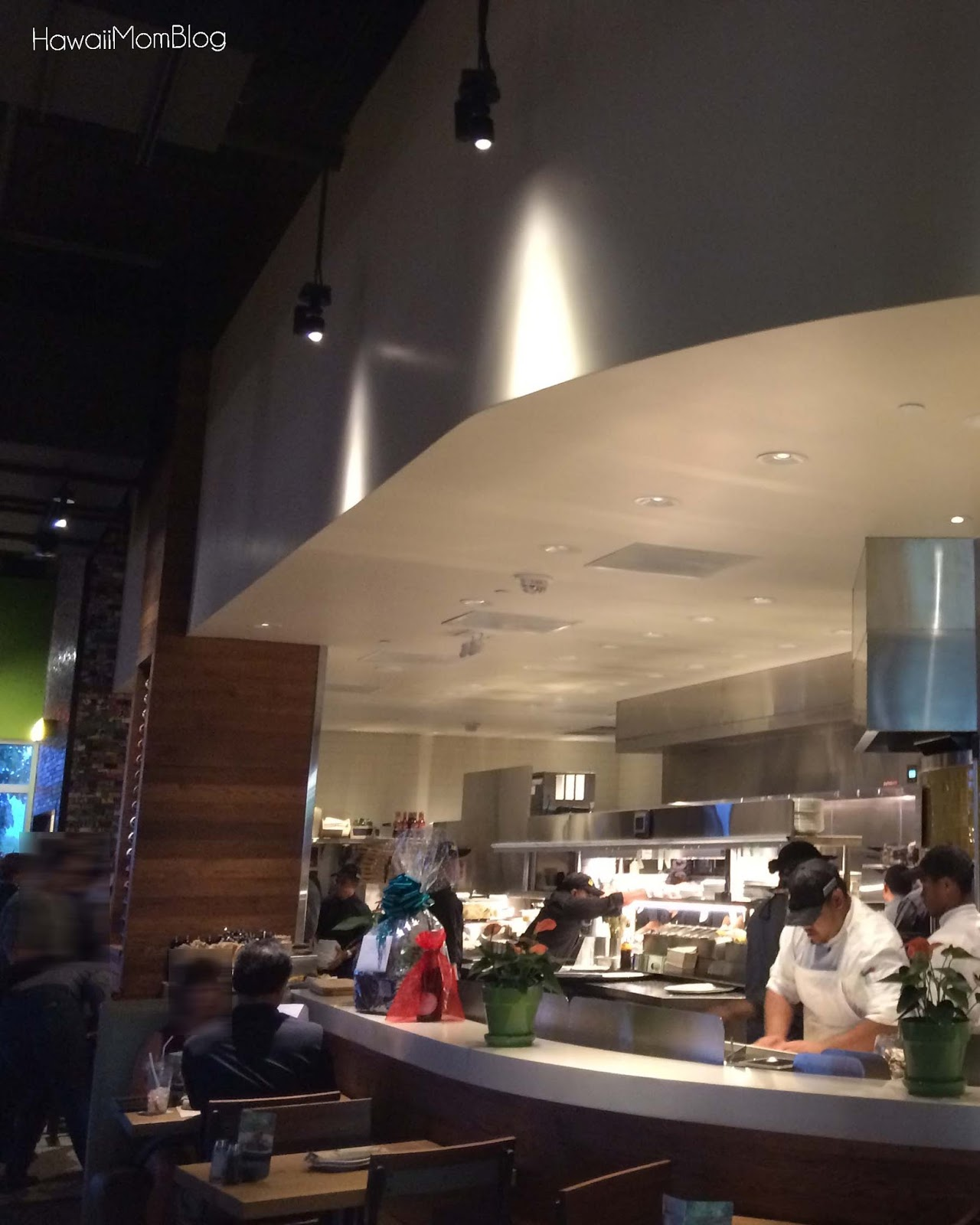 hawaii mom blog california pizza kitchen at ka makana ali i in