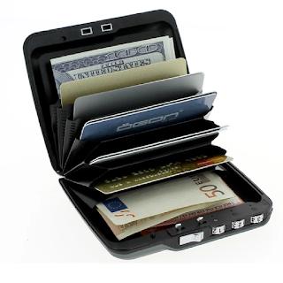 Le portefeuille Mini Safe Wallet est fermé à clé