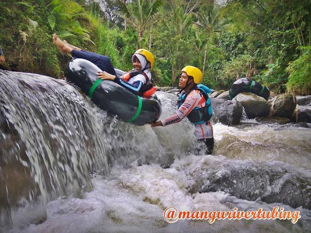 Photo : Pengamanan River Guide Kepada Wisatawan selama Kegiatan Tubing Berlangsung