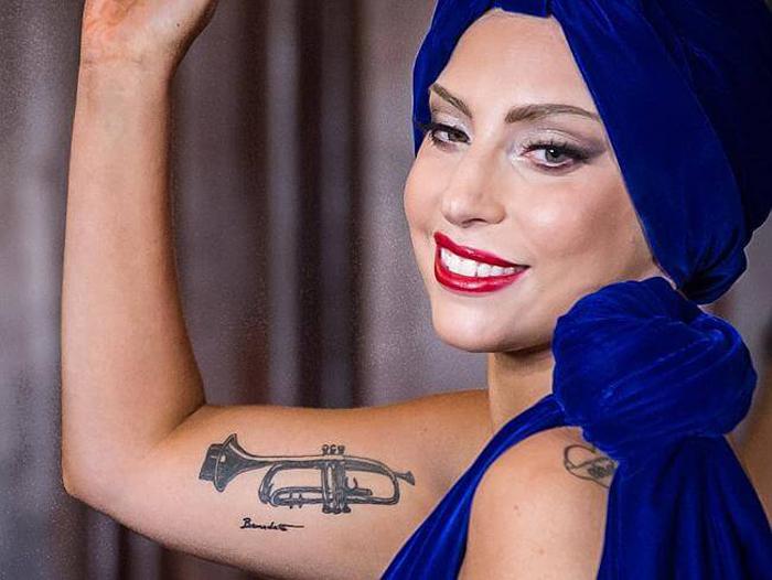tatuagem lady gaga trombeta