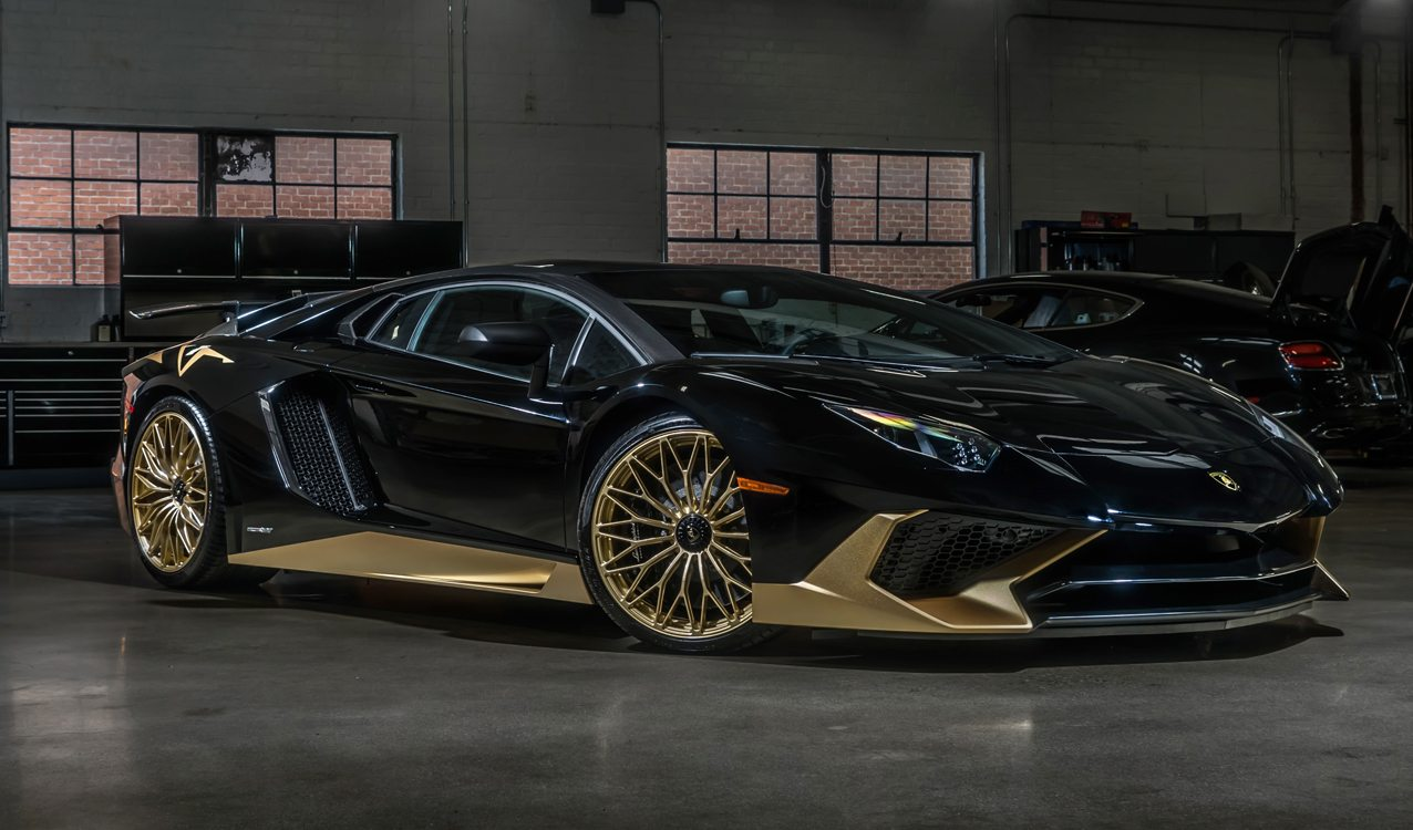 black and gold lamborghini aventador s is one of the last carscoops. Black Bedroom Furniture Sets. Home Design Ideas
