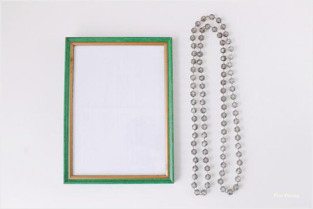 portafotos-diy-renovado-collar-perlas-betun-judea-materiales