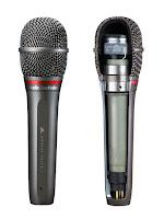 Bir mikrofon ve iç yapısını gösteren bir mikrofon kesiti