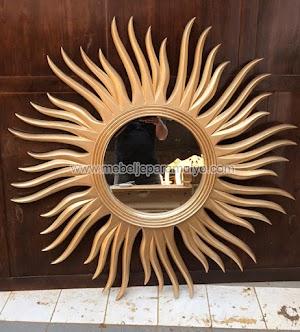 Pigura Matahari Emas Aksesoris Indoor Furniture