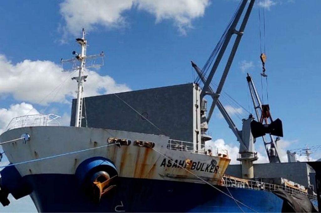 Porto de Cabedelo movimenta mais de 13 mil toneladas de petcoke em 24 horas