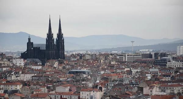 Clermont-Ferrand : Un homme en djellaba prie Allah dans la cathédrale, la police intervient