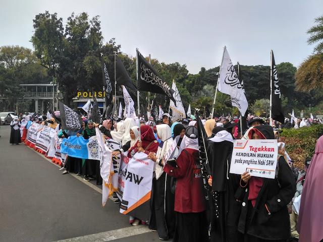 Massa Aksi 'Bela Nabi Cinta Nabi' Tuntut Sukmawati Soekarnoputri Dihukum Mati
