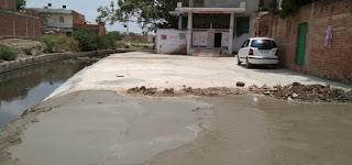 सड़क निर्माण पर मोहल्ले के निवासी ने लगाई आपत्ति