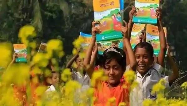 রৌমারী নতুন বই পেয়ে শিক্ষার্থীরা মহা খুশি