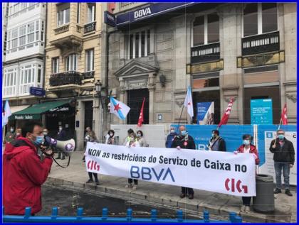 Concentración contra a reconversión no BBVA na Coruña