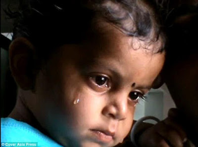 4 - Sad photos of a crying 17-month-old boy who was found drinking milk from his mother's dead body in India