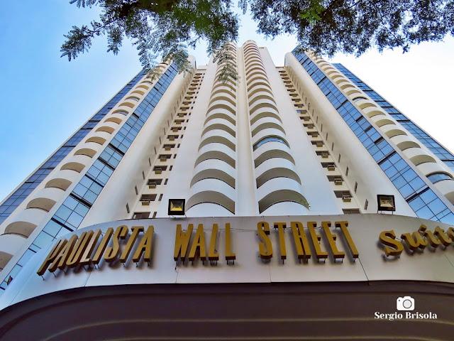 Perspectiva inferior da fachada do Hotel Paulista Wall Street - Bela Vista - São Paulo