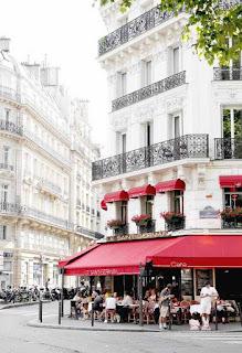 من العاصمة الفرنسية - باريس