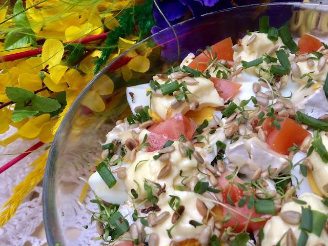 Sałatka warstwowa  z brokułem i jajkami
