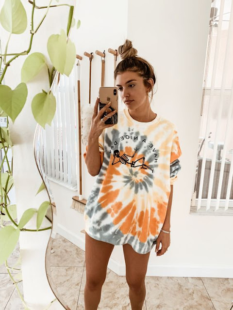 tie dye tendenze estate 2020 outfit tie dye t-shirt tie dye outfit t-shirt tie dye come realizzare il tie dye idee outfit tie dye how to wear tie dye tie dye outfit street style mariafelicia magno fashion blogger colorblock byfelym fashion blogger italiane blog di moda fashion bloggers Italy