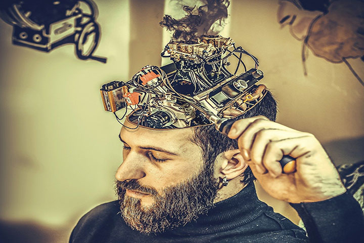 Мужчина решил прокачать шестое чувство, подключив к мозгу сетевую плату, которая взаимодействует с интуицией и активизирует внутренний голос