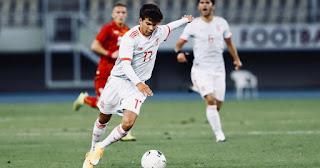 Spain U21 coach De la Fuente heap praise on Riqui Puig: He has a special charm, he is different